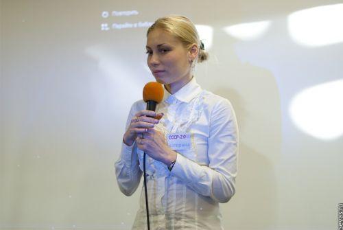 """Активист РПО """"СВ-Севастополь"""" открывает выставку"""